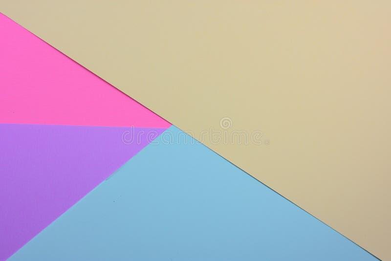 抽象五颜六色的纸层数背景用桃红色蓝天冬葵和紫色口气 库存照片
