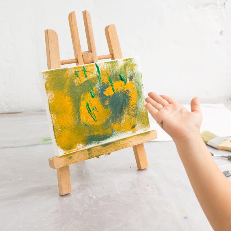 抽象五颜六色的绘画 童年教育 免版税库存图片