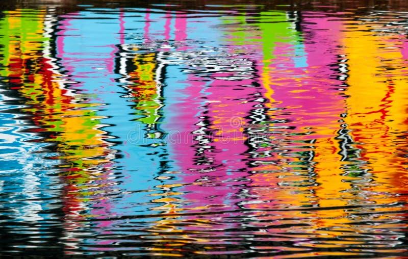 抽象五颜六色的街道画反映 免版税库存图片
