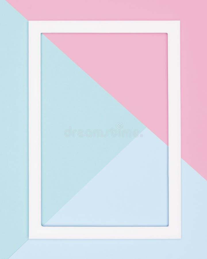 抽象几何淡色蓝色、小野鸭和桃红色纸舱内甲板放置背景 简单派、几何和对称模板 图库摄影