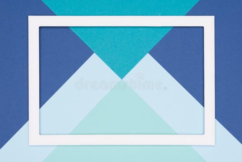 抽象几何舱内甲板放置淡色蓝色和绿松石色纸背景 简单派、几何和对称模板 皇族释放例证
