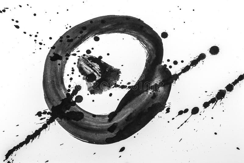 抽象刷子冲程和飞溅油漆在白皮书后面 免版税库存图片