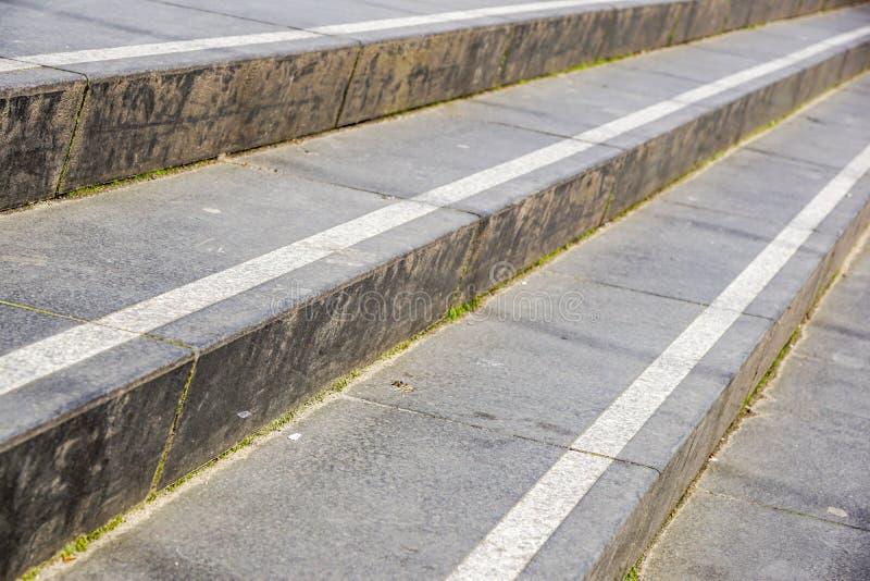 抽象台阶,抽象步,台阶在城市,花岗岩台阶,在纪念碑经常看见的宽石楼梯和 图库摄影