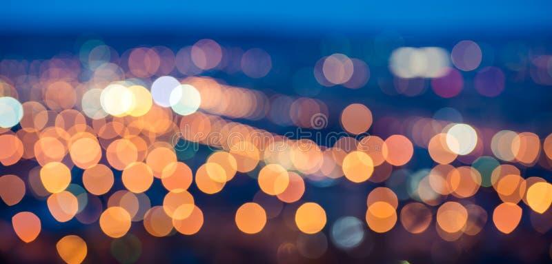 抽象圆bokeh背景,城市在微明下点燃 库存照片