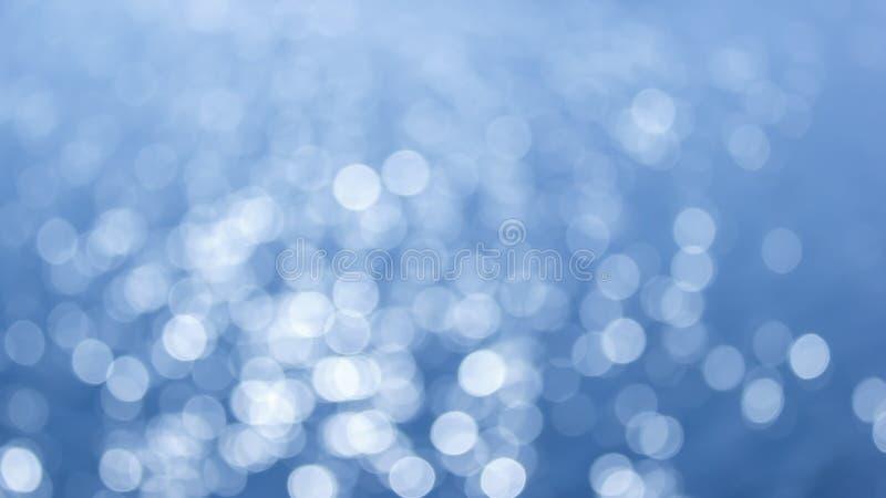 抽象圆bokeh背景轻发光在河 免版税图库摄影