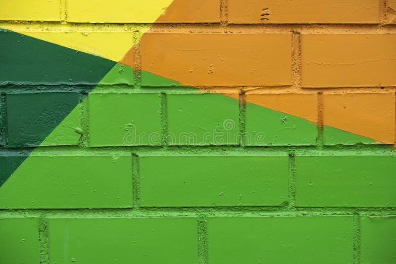 抽象明亮的砖墙街道五颜六色的画的细节,喜欢当街道画特写镜头 可以是有用的为背景 免版税库存图片