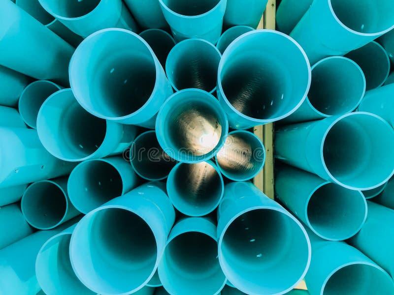 抽象特写镜头详述了蓝色工业塑料通信管子,管看法  免版税库存图片