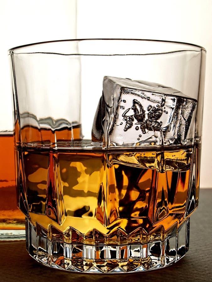 抽象玻璃瓶威士忌酒 库存照片