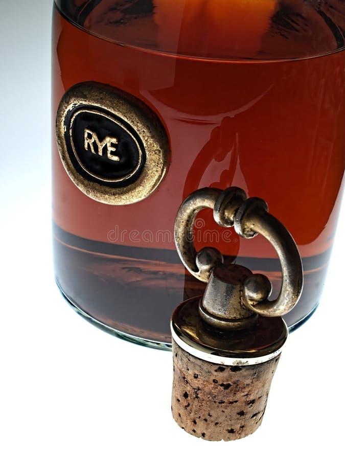 抽象瓶黄柏威士忌酒 免版税库存照片
