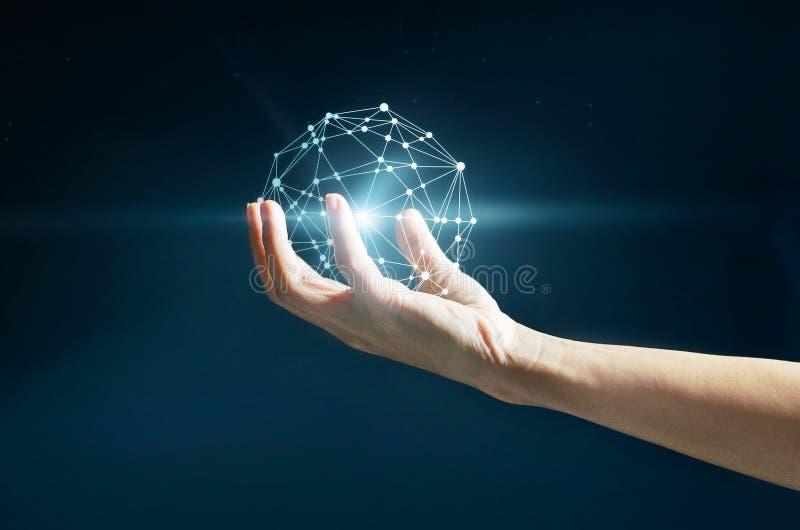 抽象科学,在手中盘旋全球网络连接 库存图片
