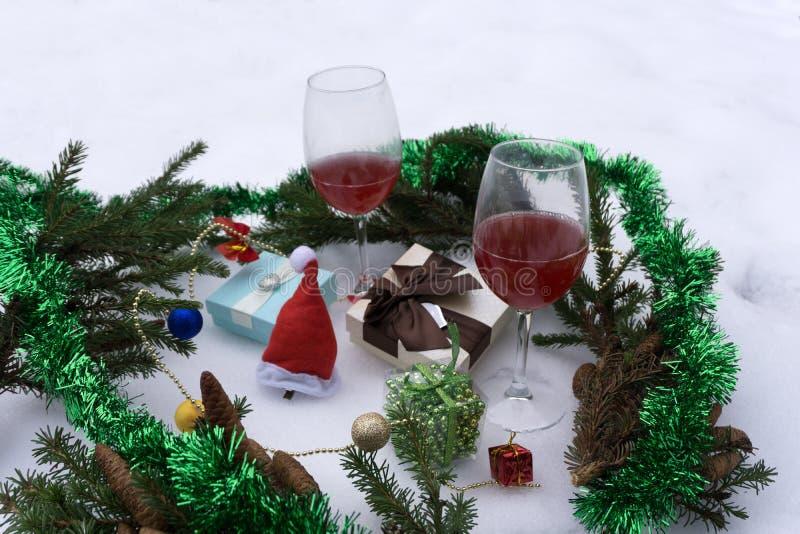 抽象空白背景圣诞节黑暗的装饰设计模式红色的星形 选择聚焦 心情 库存图片