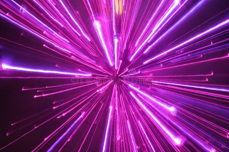 抽象紫罗兰色轻的条纹迷离 免版税库存图片