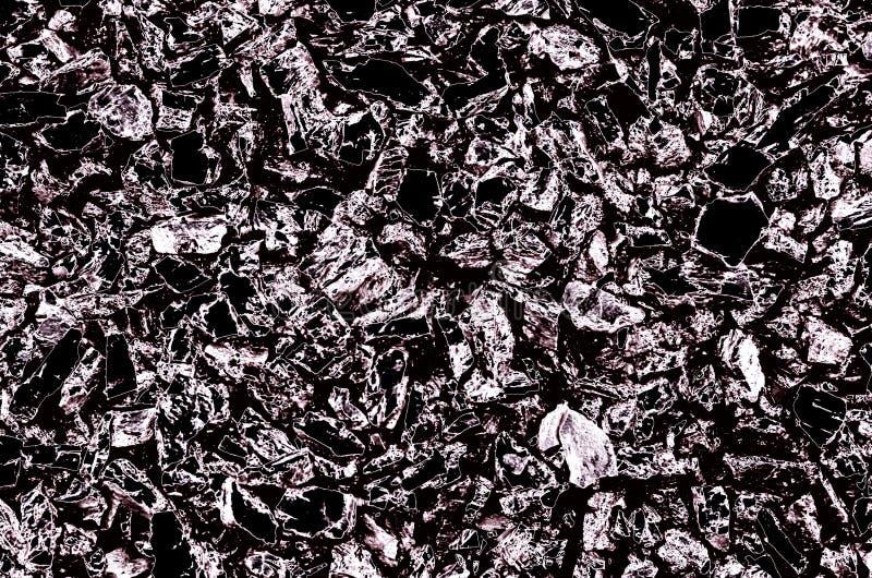 抽象背景包括小石头纹理在黑和银色颜色的 免版税库存图片