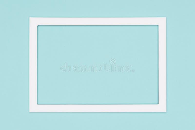 抽象舱内甲板放置淡色蓝色色纸纹理简单派背景 与空的画框嘲笑的模板 免版税库存照片