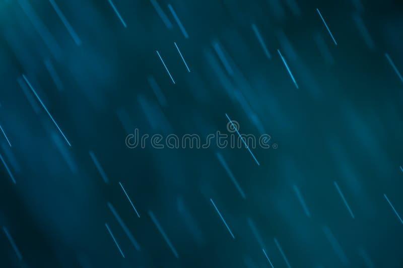 抽象蓝色背景,下跌的水下落 库存图片