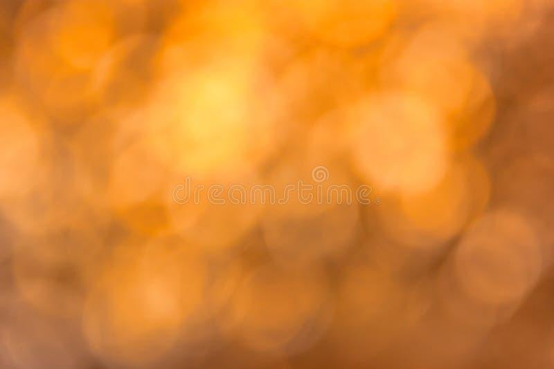 抽象被弄脏的金棕色bokeh背景 免版税库存图片
