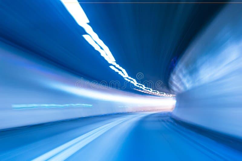 抽象速度行动在隧道背景中 库存图片