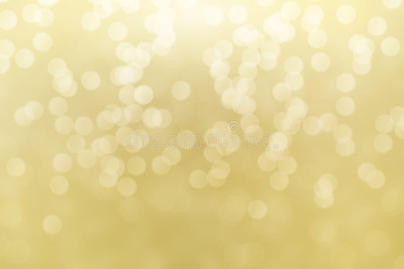 抽象金黄bokeh光线影响,软的被弄脏的背景 免版税图库摄影