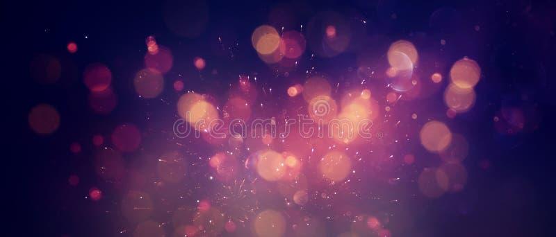 抽象闪烁光背景 红色,黑,紫色和金子 de-focused ?? 免版税库存图片