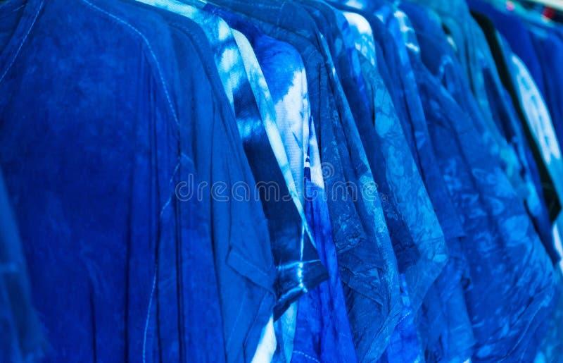 抽象靛蓝被洗染的和等高织地不很细背景 免版税库存图片