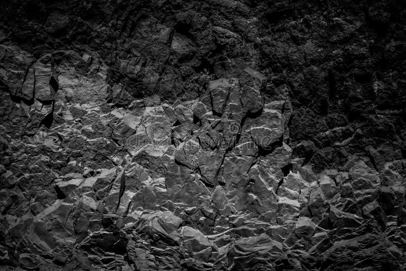抽象黑岩石背景,自然石纹理 库存图片
