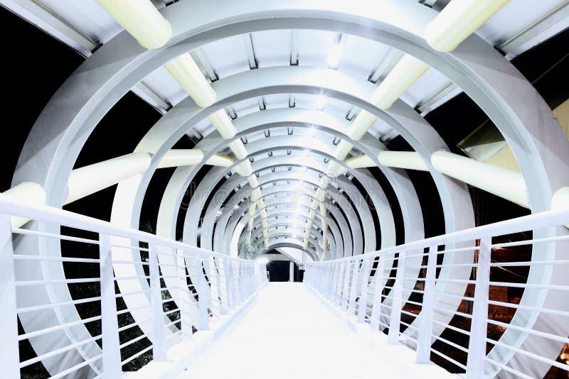 抽象建筑学在晚上 免版税库存图片