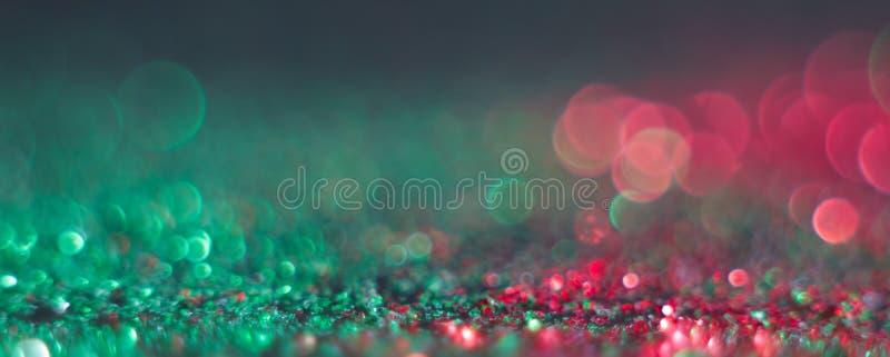 抽象defocused回合塑造了在黑背景的绿色和红灯 图库摄影