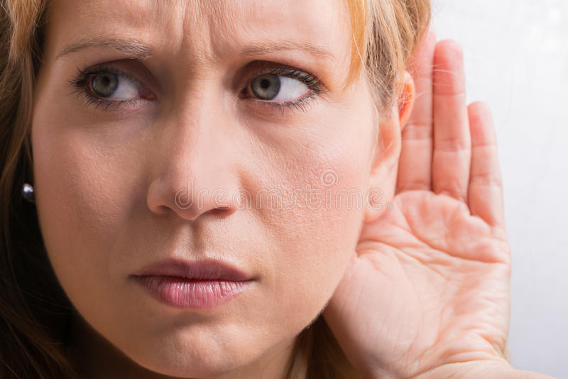 担心妇女听 免版税库存照片