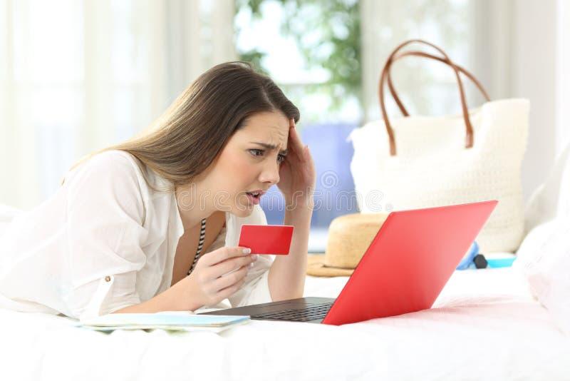 担心的客人有买在线的问题在旅馆 库存照片