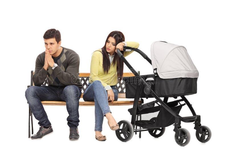担心的年轻母亲和父亲 免版税库存图片
