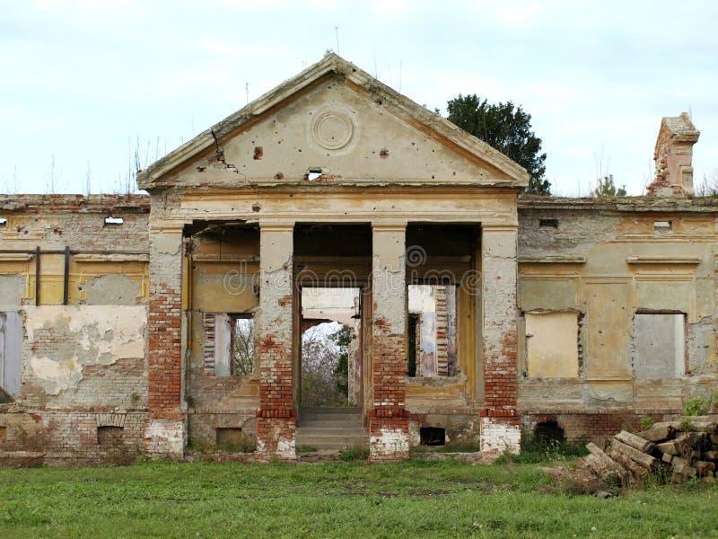 拆毁和毁坏老被放弃的城堡 库存照片