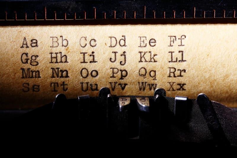 拉丁字母,字体在葡萄酒打字机打印了 免版税库存图片