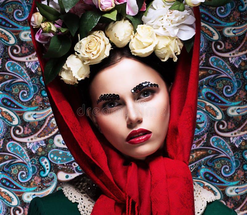 拉丁文。 有束的被精炼的少妇五颜六色的花。 秀丽 库存照片