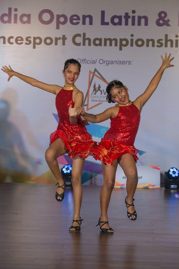拉丁语的舞蹈演员 图库摄影
