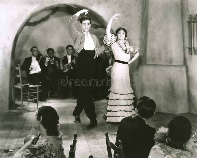 拉丁语的舞蹈演员 免版税库存照片