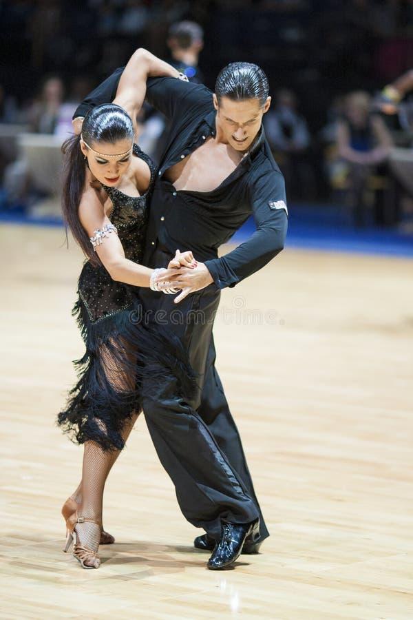 拉丁语19个成人比拉罗斯夫妇的舞蹈可以米斯克 免版税库存照片