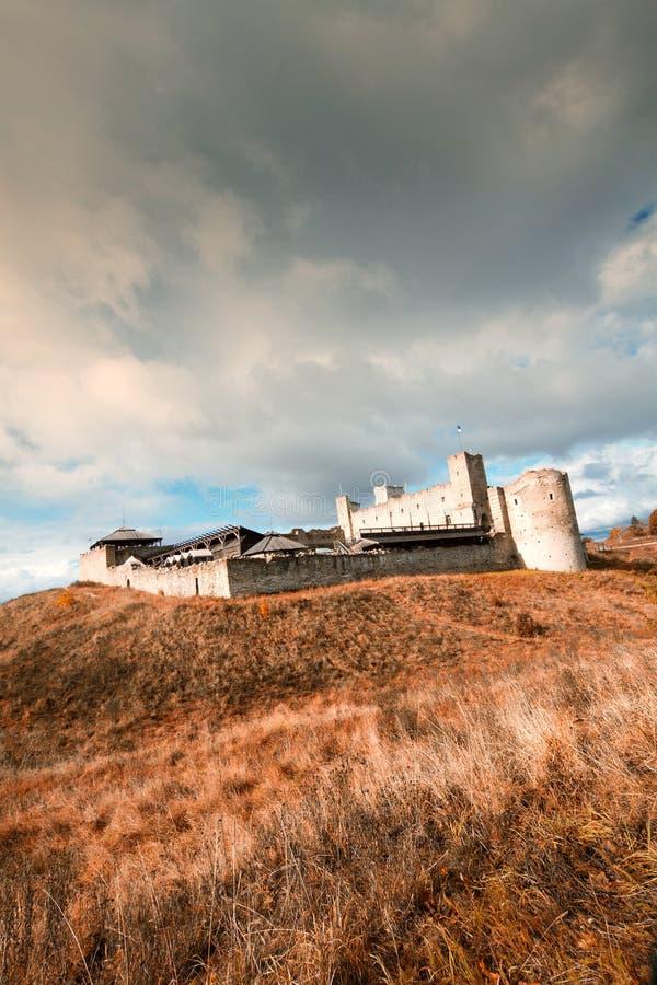 拉克韦雷神秘的中世纪城堡在秋天 库存图片
