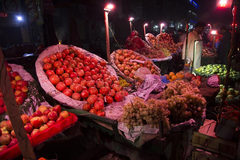 拉合尔旁遮普邦巴基斯坦街道的果子商店  免版税库存图片