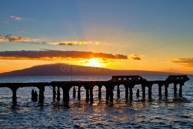 拉奈岛被看见在从马拉山码头的日落在毛伊 图库摄影