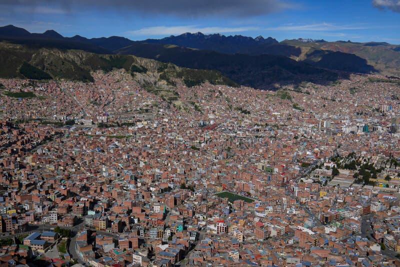 拉巴斯市鸟瞰图在玻利维亚 免版税库存图片