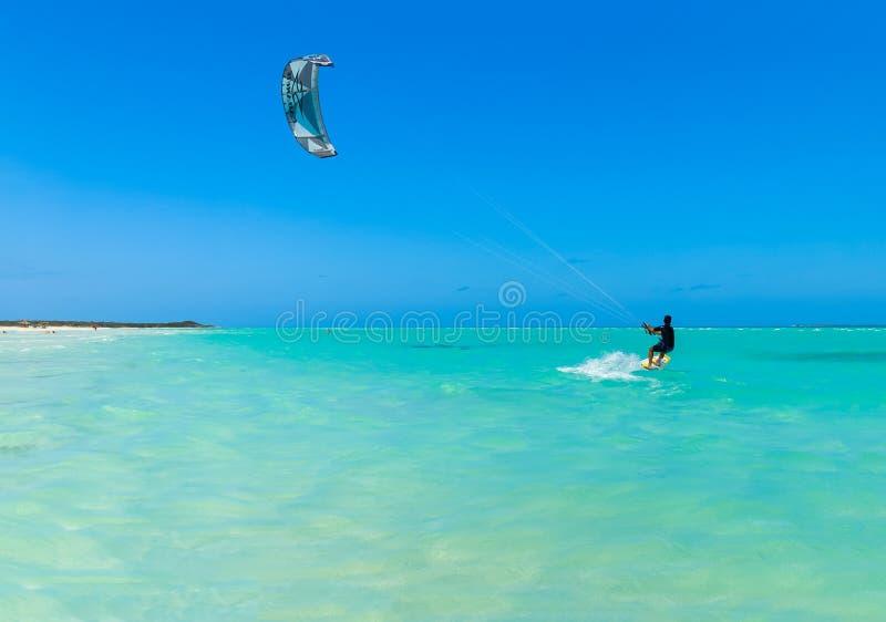 巴拉德罗角海滩风筝冲浪者 免版税图库摄影