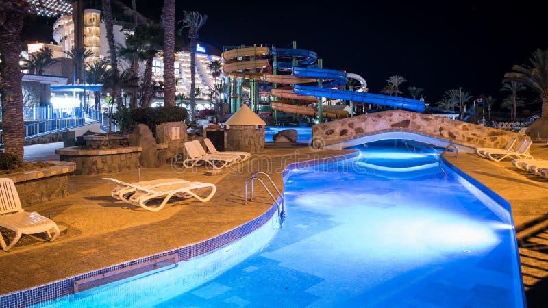 拉戈Taurito水池在夜,Mogan,大加那利岛,西班牙 免版税库存图片