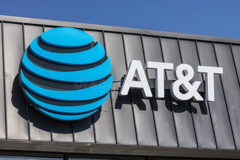 拉斐特-大约2017年9月:AT&T流动性无线零售店 AT&T现在提供IPTV、VoIP、手机和DirecTV XX 免版税库存图片
