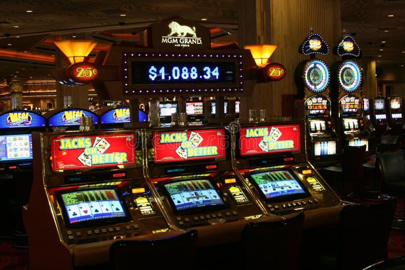拉斯维加斯内华达,美国- 8月18日 2009年:看法在葡萄酒老虎机起重器或更好在赌博娱乐场 免版税库存图片