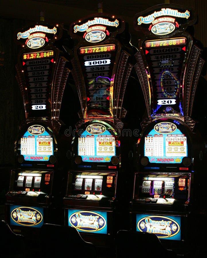 拉斯维加斯内华达,美国- 8月18日 2009年:葡萄酒老虎机在赌博娱乐场 免版税库存照片