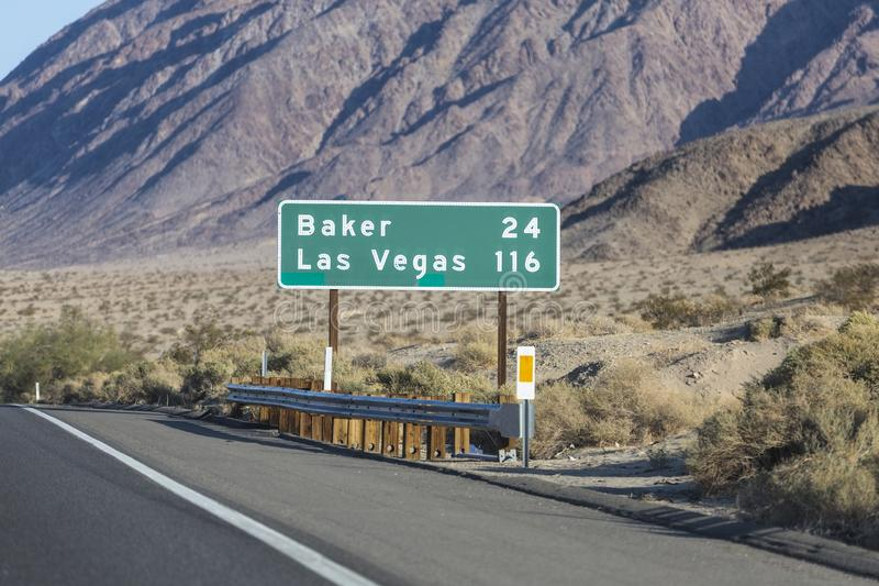 拉斯维加斯和贝克州际公路标志 图库摄影