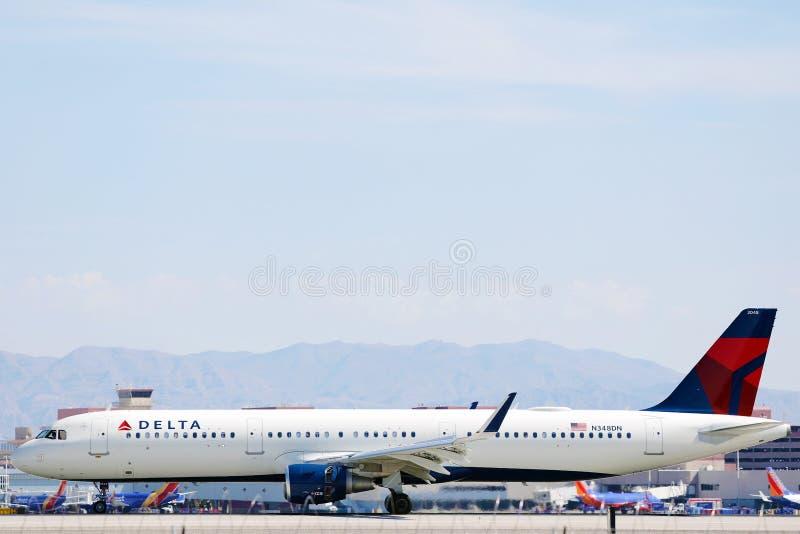 拉斯维加斯机场三角洲航空公司飞机滑行 库存照片