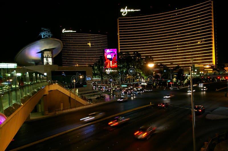 拉斯维加斯, NV,美国- 2009年6月29日, -观看在拉斯韦加斯大道下用再来一次和Wynn赌博娱乐场在晚上 免版税库存照片