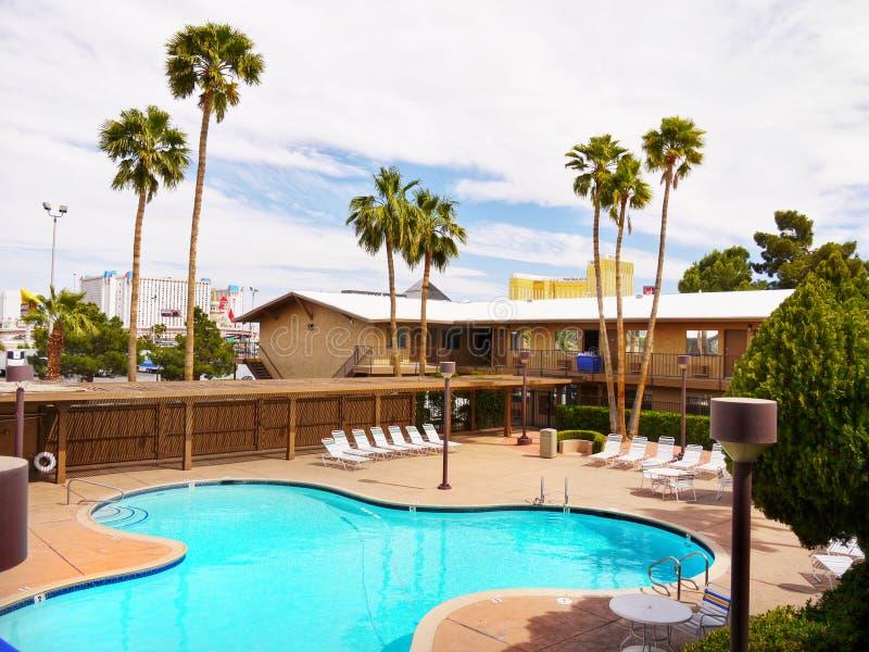 Download 拉斯维加斯,内华达-狂放的西部旅馆和赌博娱乐场 图库摄影片. 图片 包括有 手段, 都市风景, 节假日, 游泳 - 72352447