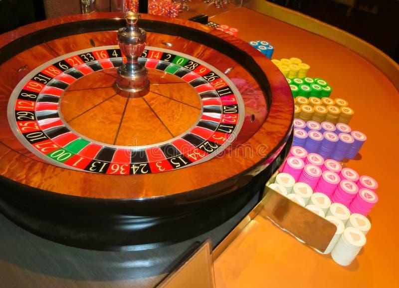 拉斯维加斯,美利坚合众国- 2016年5月11日:打牌轮盘赌的桌在佛瑞蒙赌博娱乐场 图库摄影